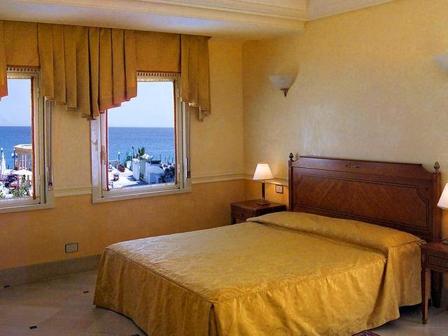 Hotel hellenia yachting w giardini naxos sycylia w ochy - Hotel giardini naxos 3 stelle ...