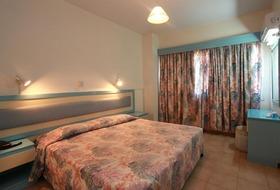Hotel Makronissos Holiday Village