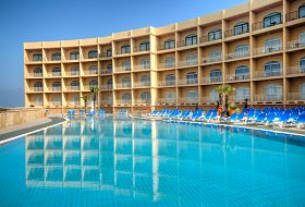 Główny basen w Paradise Bay Resort