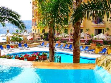 Porto Azzuro - basen hotelowy