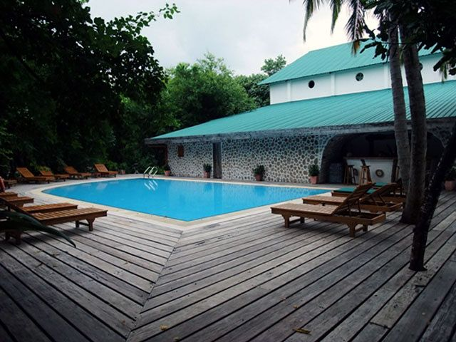 Reethi Beach Resort - basen hotelowy