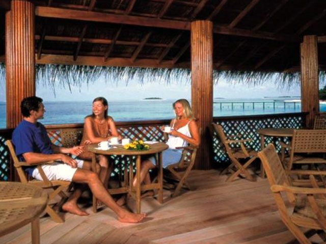 Reethi Beach Resort (Malediwy, Fonimagoodhoo) - bar