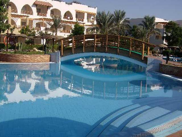 Basen hotelowy w Royal Grand Sharm