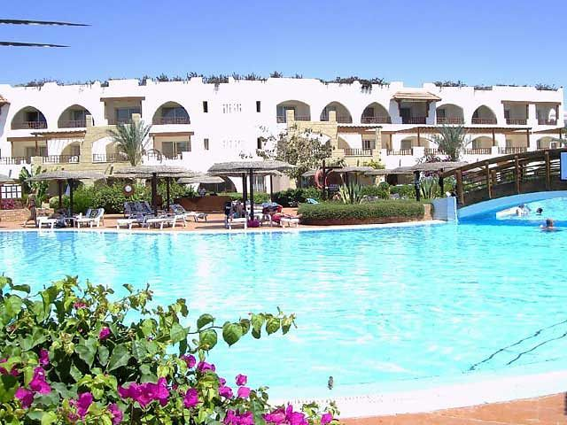 Widok na basen w Royal Grand Sharm