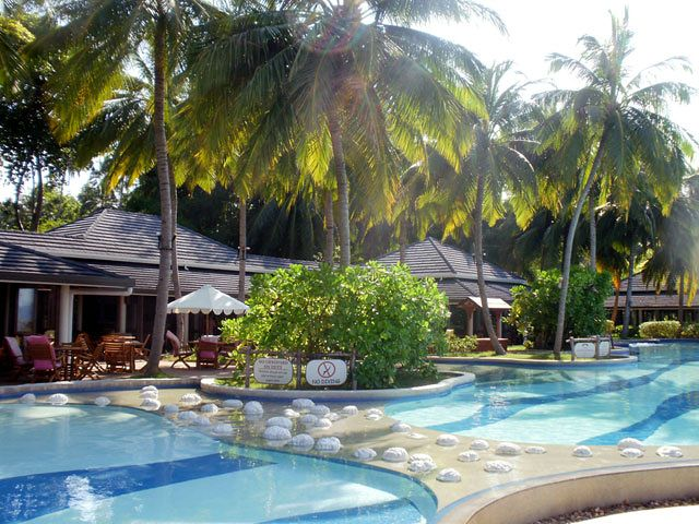 Widok na basen hotelu Royal Island Resort & Spa (Horubadhoo)
