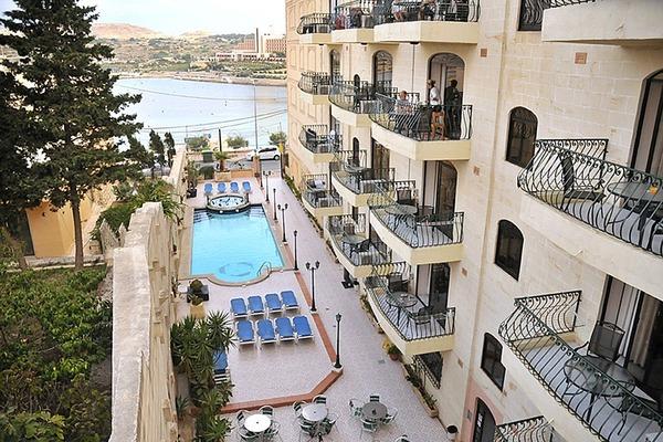 Hotel White Dolphin Complex