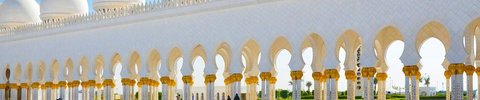 Wielki Meczet Sheikh Zayed (ósmy pod względem wielkości na świecie) w Abu Dhabi