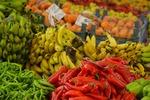 Targ z owocami i warzywami w Alanyi