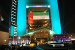 Emirates Tower nocą