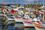 Łodzie rybackie w porcie w Paphos