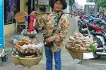 Uliczny sprzedawca smakołyków w Pattaya