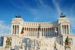 Altare della Patria (Ołtarz Ojczyzny) z pomnikiem Wiktora Emanuela II na Placu Weneckim w Rzymie