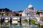 Most św. Anioła (Ponte San Angelo) w Rzymie, w tle bazylika Św. Piotra