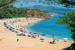 Thassos słynie z kameralnych hoteli i pięknych plaż
